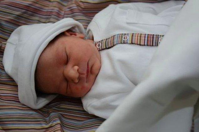 Doku yerleştirildikten yaklaşık 3 ay sonra hormonları normale dönen Moaza'ya, hamile kalma ihtimalini arttırmak için tüp bebek tedavisi uygulanır.