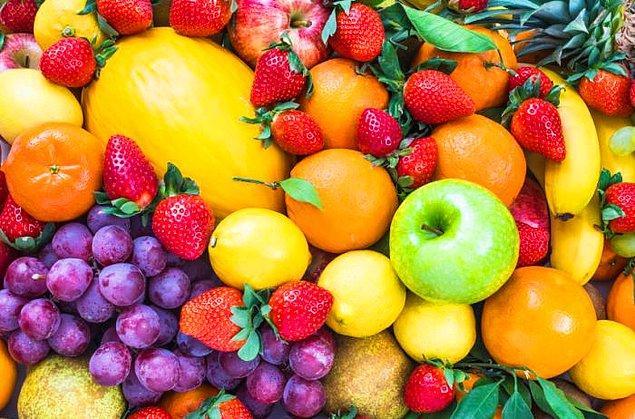 """9. """"Meyveler, sebzelerin zengin ve güzel görünümlü halleridir. Hem bir meyveyi çürümeye bırakırsanız şaraba dönüşebilir, lahananın böyle bir özelliği var mı?"""" - P. J. O'Rourke"""