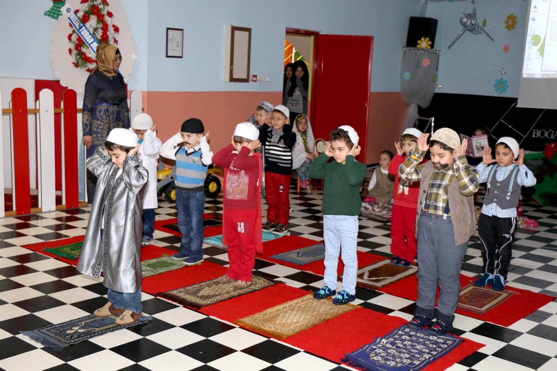 Etkin bir eğitim aracı olarak anaokulu tiyatro etkinliği