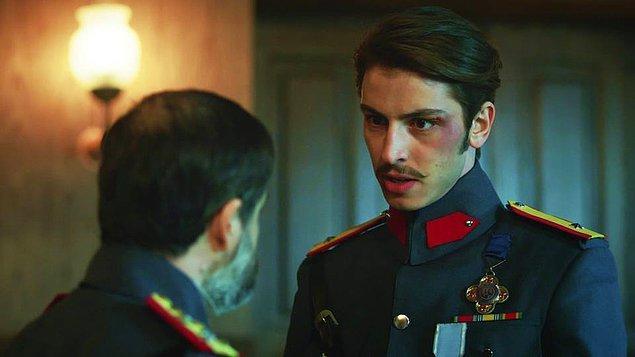"""Leon ise Ali Kemal'in aksine, iyice kendini bulmaya, iradesini kullanmaya ve daha """"insansı"""" bir karakter haline gelmeye başlıyor."""