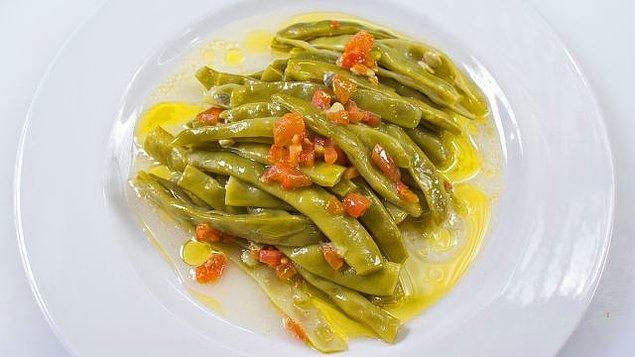 2. İster çalı, ister Ayşe kadın olsun, zeytinyağlı fasulye en popüler zeytinyağlılardan bir tanesi.