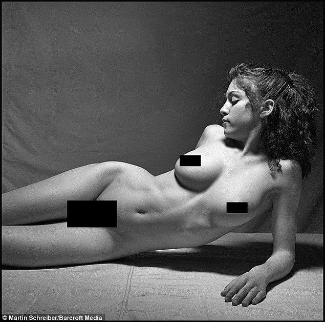 """Fotoğraflar 2015'te  Playboy'un Mayıs sayısında yer aldı ve ardından """"Madonna: Nudes II"""" adlı kitap için bir araya getirildi."""
