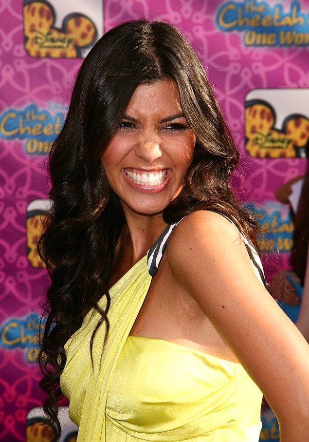 8. Kameralar karşısında gülümsemek isterken ipin ucunu kaçıran Kourtney Kardashian.