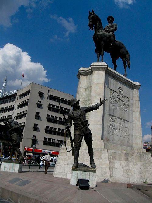 İzindeyiz Atam Türkiyeden ve Dünyadan Atatürkü Yaşatan Anıt ve Heykeller