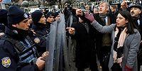 11 Fotoğraf ile Meclis Önünde 'Anayasa Değişikliğine Hayır' Eylemi ve Polis Müdahalesi