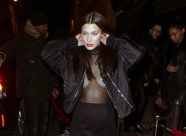 Sütyensiz olarak giydiği bluz ve etek kombinini bir bomber ceketle tamamlamayı tercih etmişti.