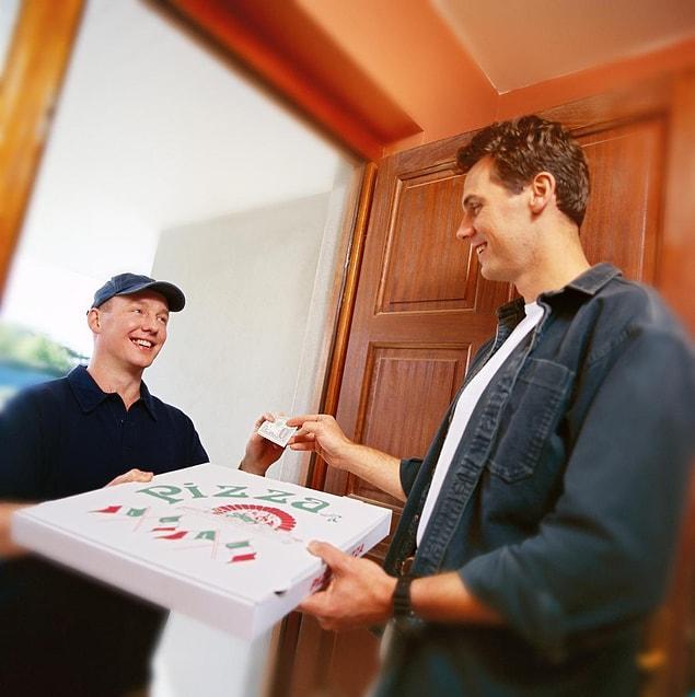 Sipariş verdiğiniz (bir alana ikincisi bedava) pizzayı komşunuzun zilini çalarak kapısına bırakıp kaçabilirsiniz mesela.
