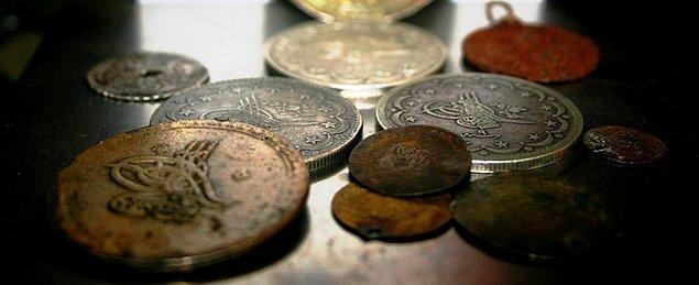 Hazinelerin çoğalması Osmanlı mali sistemini rahatlatmamış, tam tersine mali disiplini alt üst etmiştir.