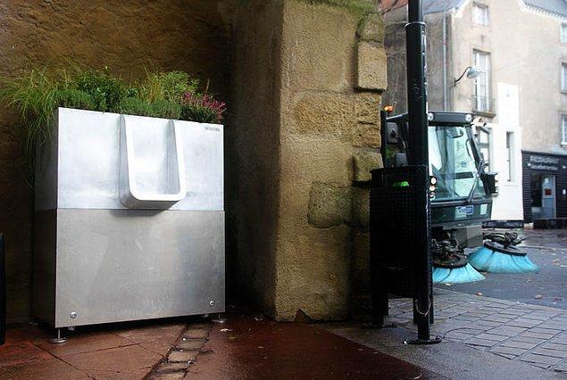 Bunu çok ciddi bir meseleymiş gibi konuşmak tuhaf gelebilir ama, umumi tuvalet şehirler için gerçekten büyük sıkıntı.