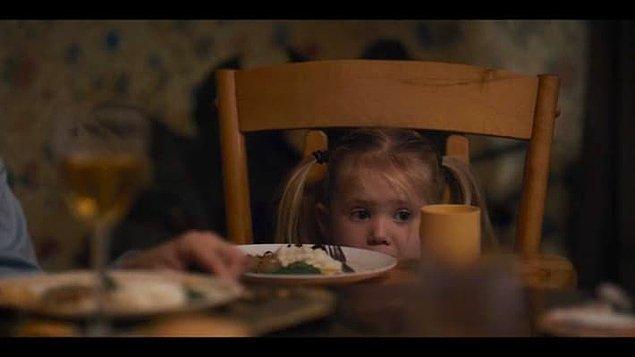 Holly'nin sahneleri çekilirken tamamen doğaçlama takılan minik ikizler, senaryodaki canavarın Monster Inc.'deki Sully'e benzediğini sanıyorlar.