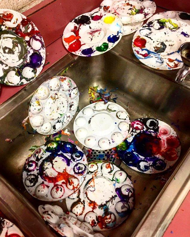 15. İlkokul öğrencileri ile dersten sonra temizlik.