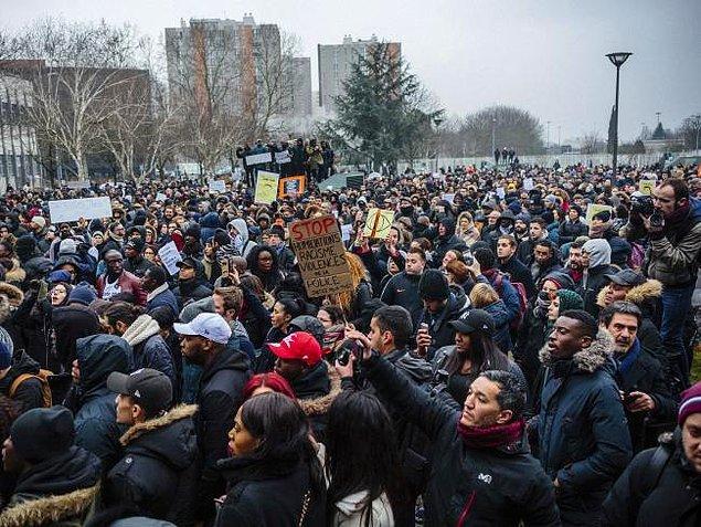 """Theo ve ailesinin """"şiddete son verin"""" çağrısına rağmen, bir haftadır öfkeli gösteriler artarak devam ediyor."""