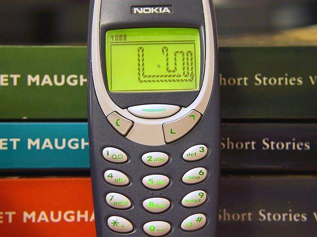 Şu anda da 3310'u kullanıyormuş kendisi ve gayet mutlu olduğunu söylüyor halinden.