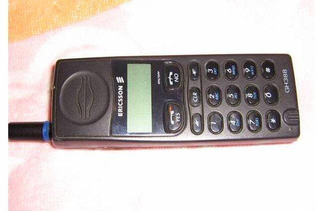 8. Aynı yıl piyasaya çıkan Ericsson 388'in peki?