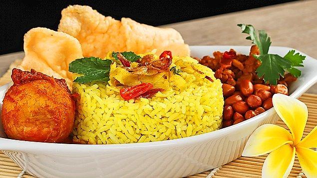 8. Malezya mutfağını pek bilmesek de bu sarı pilav tarifi denemeye değer!
