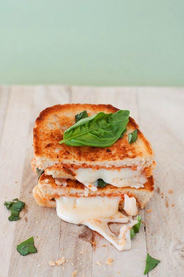 6. Eriyen peynirin lezzetine varın.