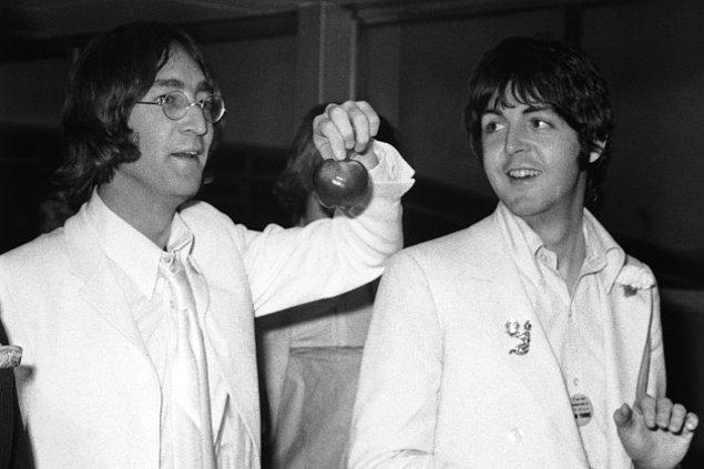 3. 1968 yılında John Lennon, yüksek dozda LSD aldı ve The Beatles üyelerini acil toplantıya çağırdı. Onlara, Hz. İsa'nın reenkarne olmuş hali olduğunu söyledi.