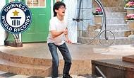 1 Dakikada En Fazla Parmak Şıklatarak Guinness Rekorlar Kitabına Giren Adam