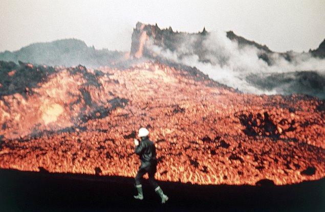 9. Çok büyük bir alana yayılan eriyik haldeki lav, adadaki hayatı bitirme noktasına getirmiştir.