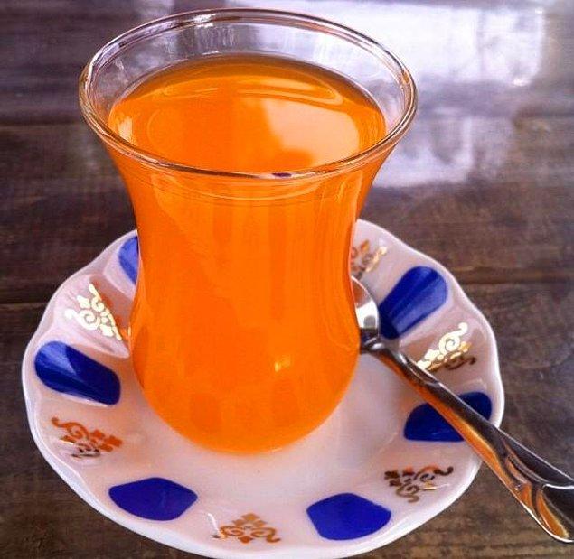 """1. Bir kere sınırsız bir şekilde oralet içmek. Baba her çay söylediğinde, """"Bi de çocuk için oralet"""" diye sipariş verirdi çay ocağına."""