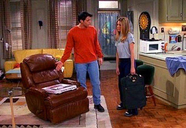 10. Phoebe'nin evinde çıkan yangının sebebi neydi?