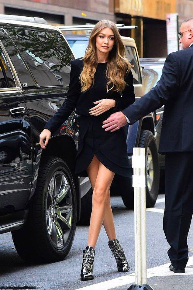 Son zamanların It Girl'lerinden kabul edilen başarılı model Gigi Hadid bile bu trendi ayaklarında taşıyorsa, bir bildiği var demektir.