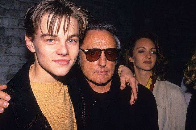8. Leonarado DiCaprio ve Dennis Hopper 'Red Rock West' partisinde kutlama yaparken.