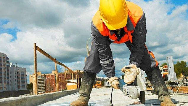 Bu rapora göre, Kasım 2016'da sigortalı ücretli çalışan sayısı Kasım 2015'e göre 140 bin, KOBİ'lerdeki sigortalı ücretli çalışan sayısı ise 156 bin azaldı.