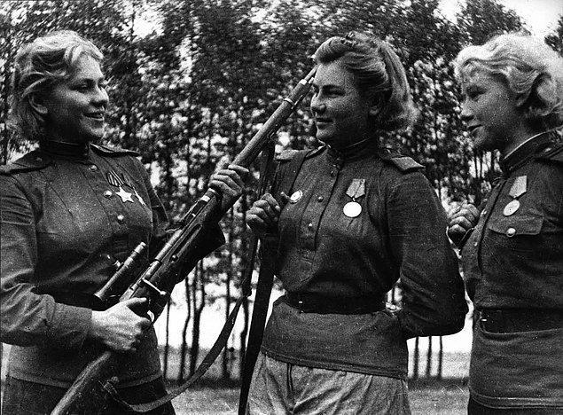 """Savaş ilerledikçe, namını da duyurmaya başladı. Öyle ki, 1944 yılında Kanadalı bir gazete, Shanina'yı """"Doğu Prusya'nın görünmez terörü"""" olarak tanımlamıştı."""