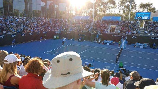 """18. """"Hava sıcak, tenisseverler mutlu, hmm güzel bir gün"""""""