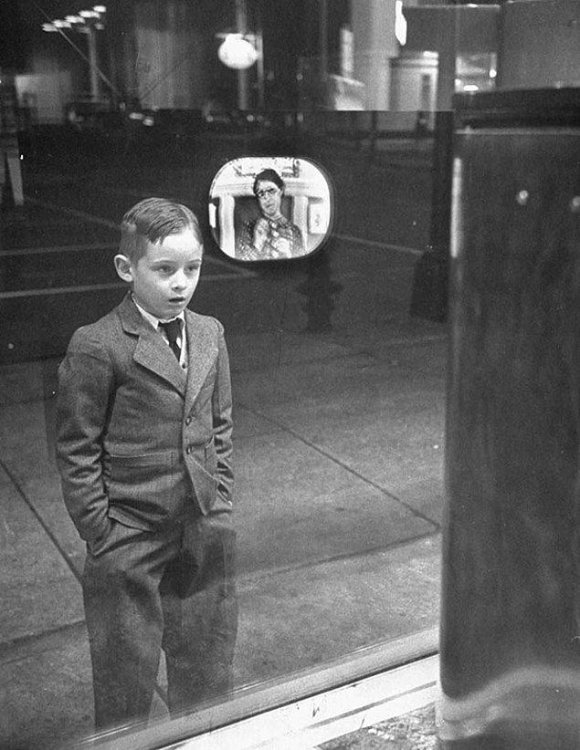 21. Yıl 1948, bu çocuk ilk kez bir TV gördü!