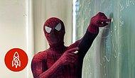 Derslerini Örümcek Adam Kıyafetiyle İşleyen Öğretmen