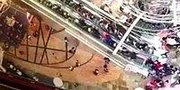 Hong Kong'da Bir Alışveriş Merkezindeki Yürüyen Merdiven Aniden Ters Yönde Hareket Etmeye Başladı