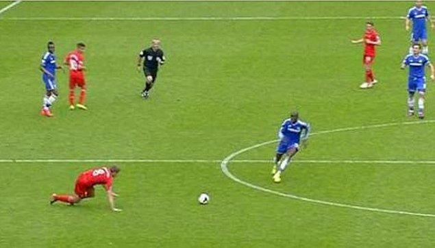 7. Gerrard orada kayıp düşerek Liverpool'u şampiyonluktan etmişti