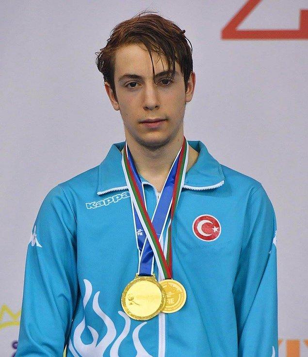 Acar, Bulgaristan'ın Plovdiv kentinde geçen ay düzenlenen Avrupa Yıldızlar Eskrim Şampiyonası'nda da altın madalyaya uzanan ilk Türk sporcu olmuştu.