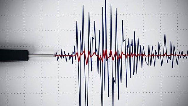 """13. """"Bugün 17 Nisan 2002'de, saat 15.02'de gerçekleşen 7,5 şiddetindeki depremin 15. yıl dönümü."""""""
