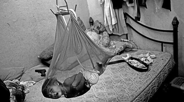 1. Kuala Lumpur'da bulunan mülteci kampındaki bir bebek.