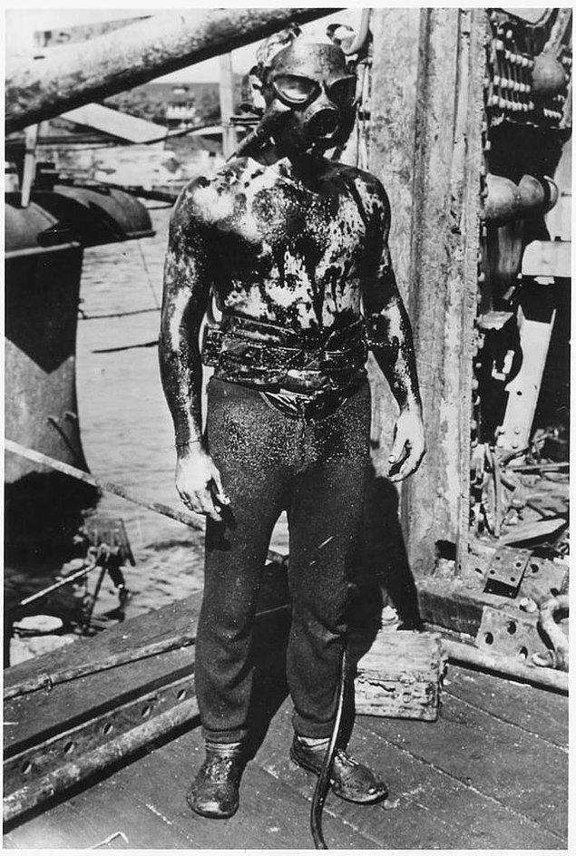 20. Ürkütücü bir kurbağadam, II. Dünya Savaşı'ndan.