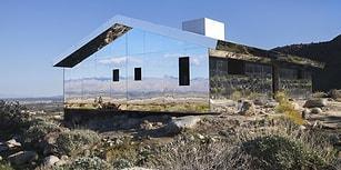 Dünyanın İlk Çöl Bienalinde Doug Aitken'ten Güzellik ve Tenhalık Temalı Ayna Ev Enstalasyonu