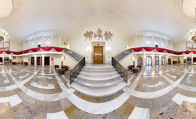 5. Panoramik bir görüntü ile Devlet Opera ve Balesi Binası içi