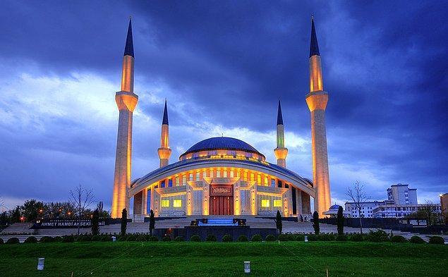 10. Ahmet Hamdi Akseki Camii