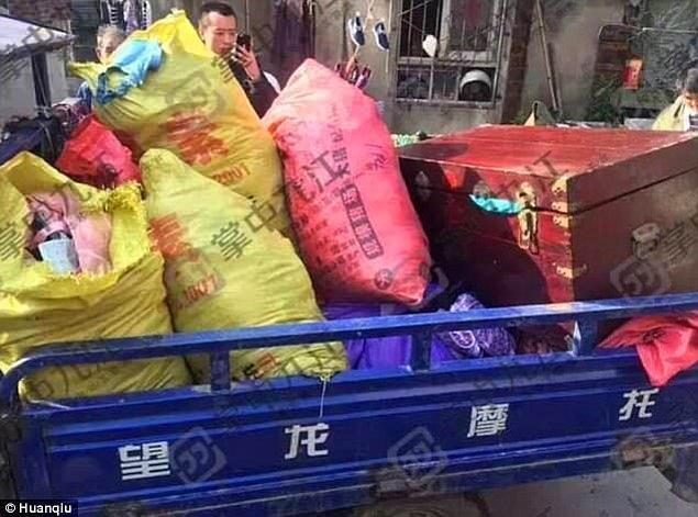 Çin polisi, 10 yıldır iç çamaşırı hırsızlığı yapan bir adamın evinden şok eden fotoğraflar paylaştı.