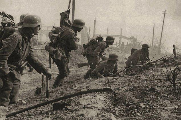 5. Stalingrad'ın kalıntılarında bir Alman havan bölüğü, Ağustos, 1942.
