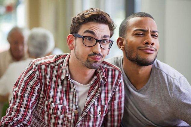 """2. """"Hiç de eşcinsel gibi görünmüyorsun."""" dediğinizde iltifat etmiş olmuyorsunuz, bilin istedik."""