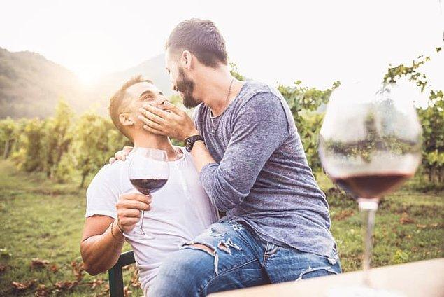 7. Yakışıklı eşcinsel bir erkek hiçbir zaman boşa gitmiş değildir.
