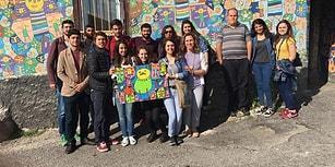 Evin Duvarlarını Tuvale Dönüştüren Engelli Ressamın Çalışmalarını Bez Çantalara Basan Güzel İnsanlar