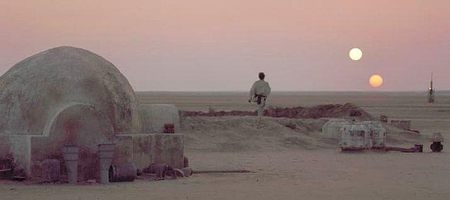 """27. Tatooine'den bahsetmeyen ve sahneler içermeyen tek film """"Güç Uyanıyor""""."""