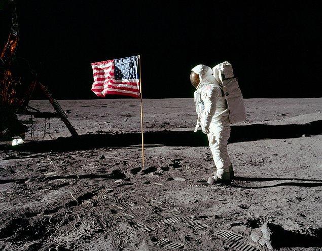 2. Apollo 11 görevi esnasında (1969) NASA'nın sahip olduğu teknoloji aya gitmelerine izin veriyor ama aya gitmiş gibi yapmalarına yetmiyordu.