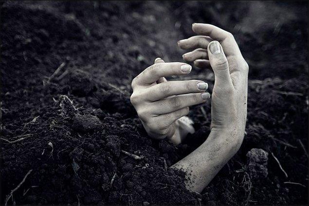 Yaşayan insanları gömmek, tarihin bir döneminde idam yöntemi olarak kullanılmaktaydı.