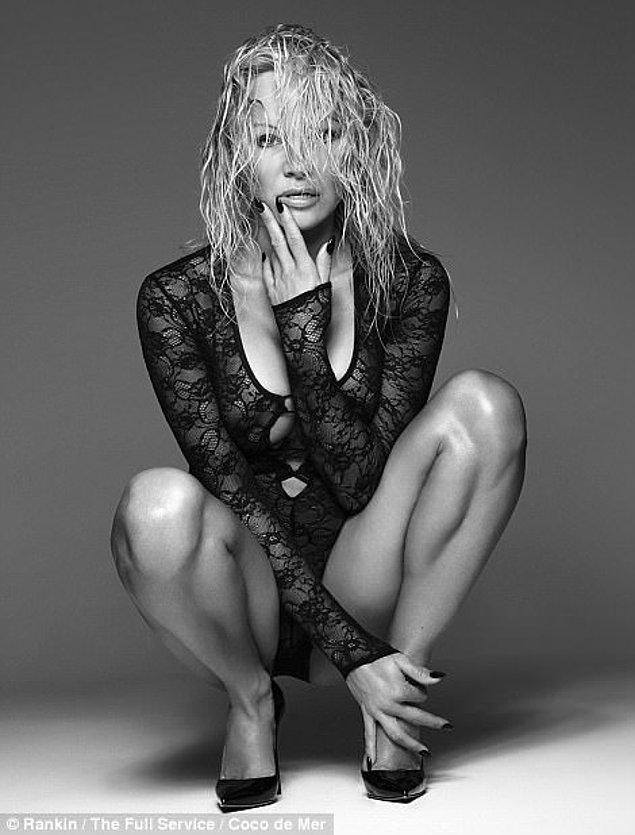 Erotizm, zarafet, seksiliği ve inceliğin yansıtıldığı beş farklı stilden oluşan yeni seri konsepti Pamela'nın üzerinde hiç sırıtmadı.